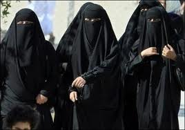 covered Muslim women